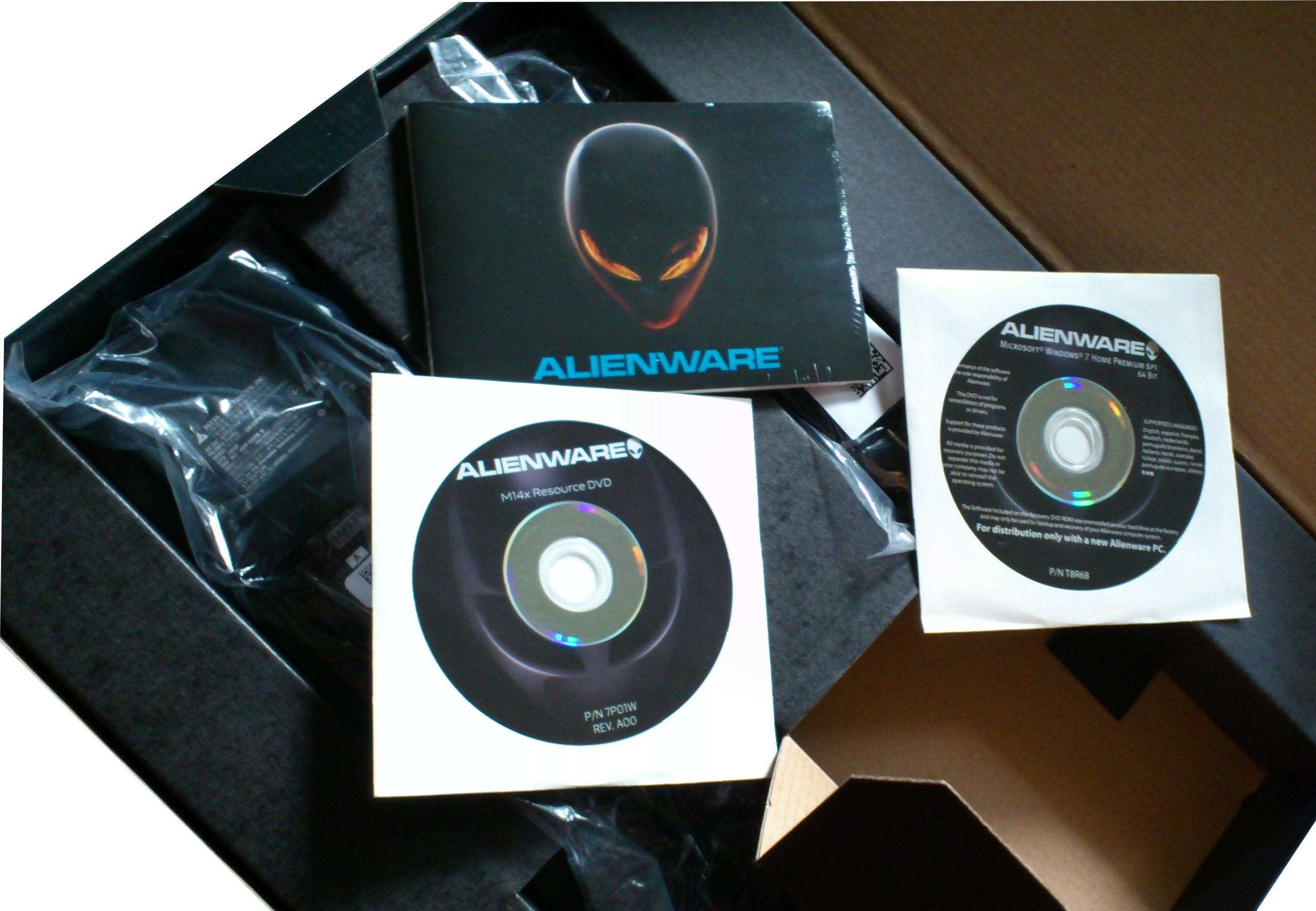 The inner box also holds the Resource and OS DVDs, and the Manual